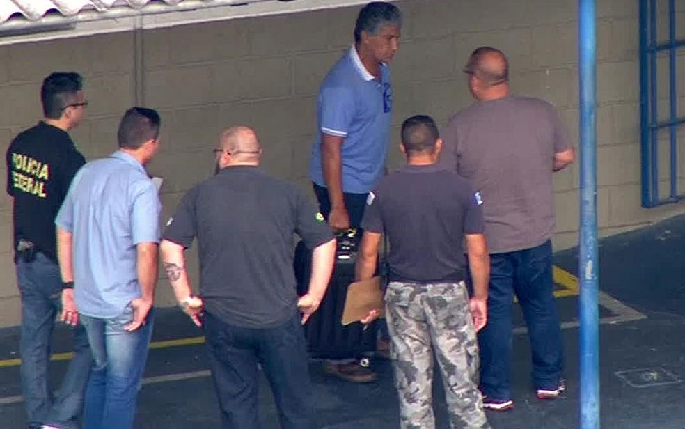 Paulo Vieira de Souza chega ao CDP de Pinheiros após ser preso pela Polícia Federal (Foto: TV Globo/Reprodução)