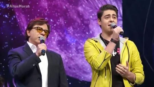 Chitãozinho canta com o filho, Enrico, no 'Altas Horas' e emociona convidados