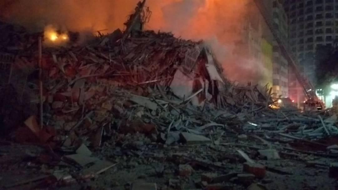 Destroços após o desabamento em São Paulo