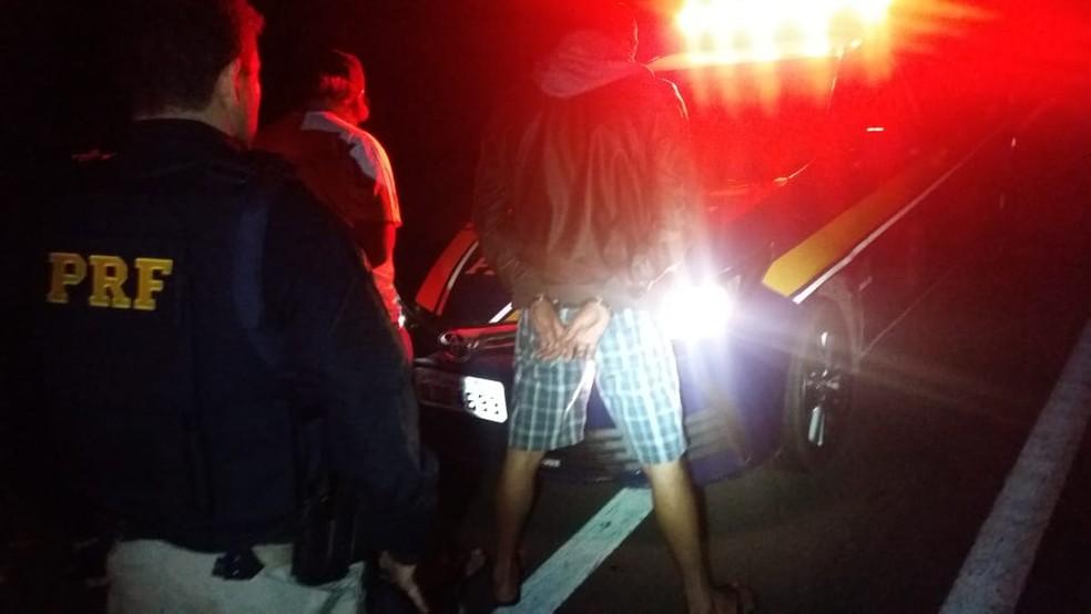 Traficantes de drogas foram presos na rodovia Régis Bittencourt, na altura da cidade de Barra do Turvo, SP — Foto: PRF/Divulgação
