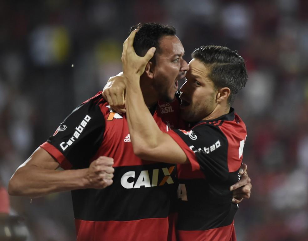 Réver e Diego retornam após desfalcarem o Flamengo contra o Inter (Foto: André Durão)