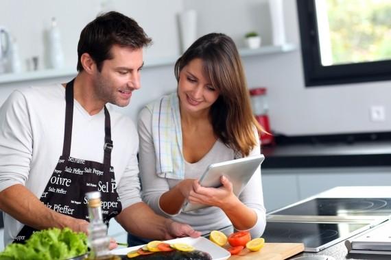 Pesquisa mostra que viver com um homem equivale a sete horas extras de trabalho para a mulher (Foto: Reprodução/ Unsplash)