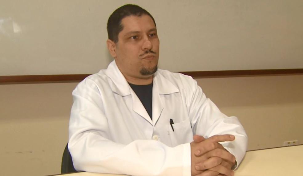 O diretor técnico da Santa Casa de Pirassununga, Octávio Morales — Foto: Marlon Tavoni/EPTV