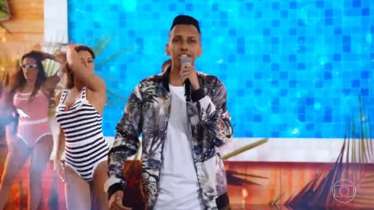 Dono do hit 'Piscininha, Amor', Whadi Gama se emociona em retorno ao 'Domingão' após doze anos