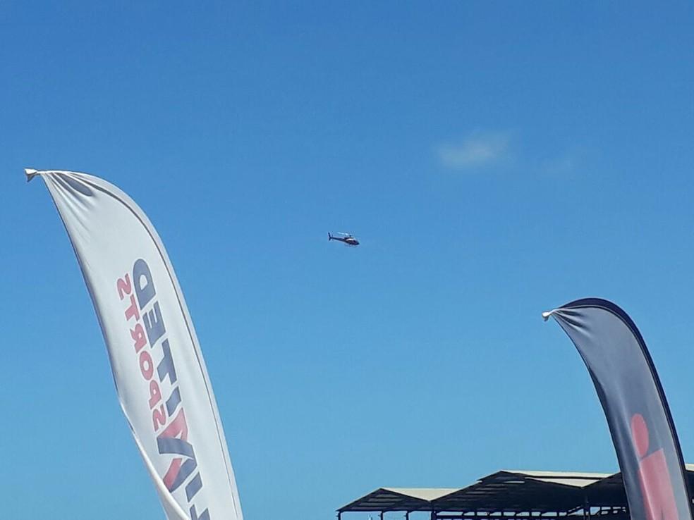 Aeronave faz buscas por atleta desaparecido;  (Foto: Halison Ferreira/TV Verdes Mares)