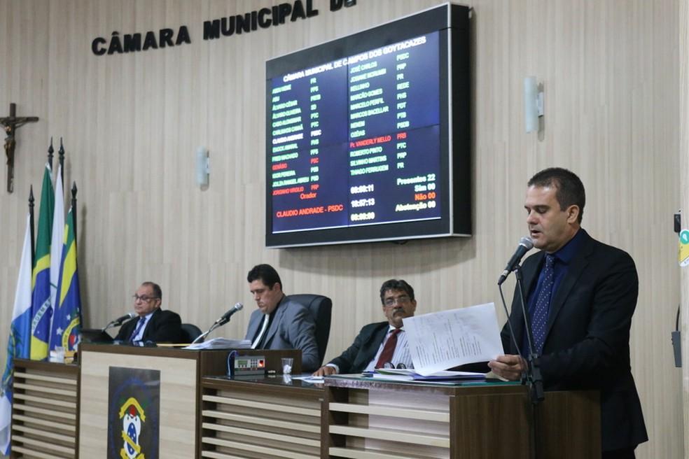 Relatório foi lido na sessão da Câmara de Vereadores desta terça (Foto: Divulgação/Carlos Grevi)