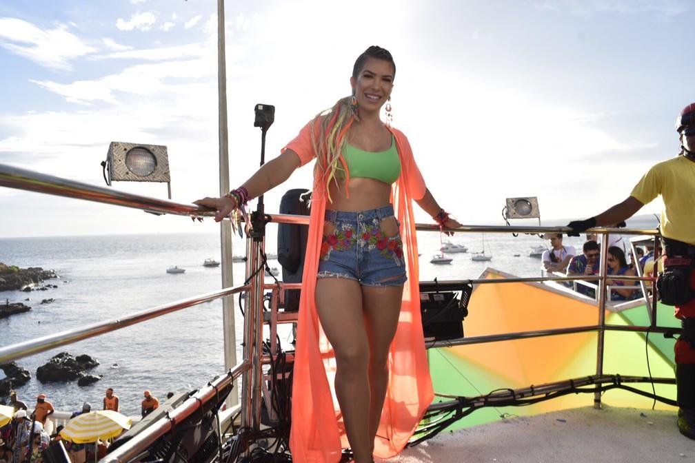 Lore Improta no trio de Ivete Sangalo — Foto: Elias Dantas/Ag. Haack