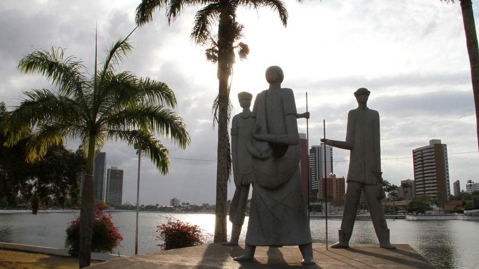 Monumento 'Os Pioneiros da Borborema', em Campina Grande (Foto: Junot Lacet Filho/Jornal da Paraíba)