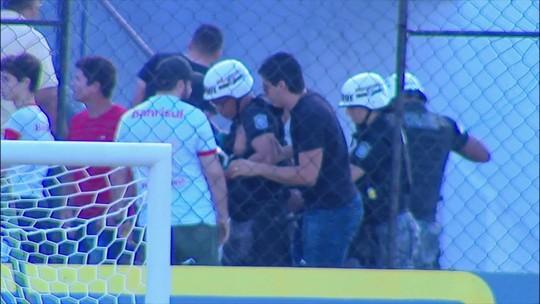 Policial é atingido por explosivo em conflito entre torcedores de Náutico e Inter