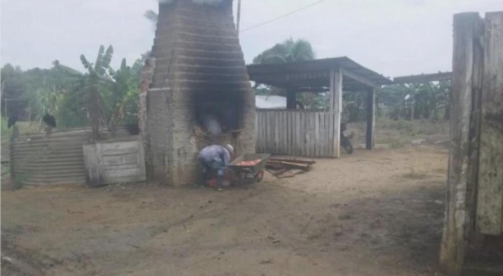 O descarte da carcaça do animal era feita em um tipo de churrasqueira que havia no local — Foto: Reprodução/Rede Amazônica