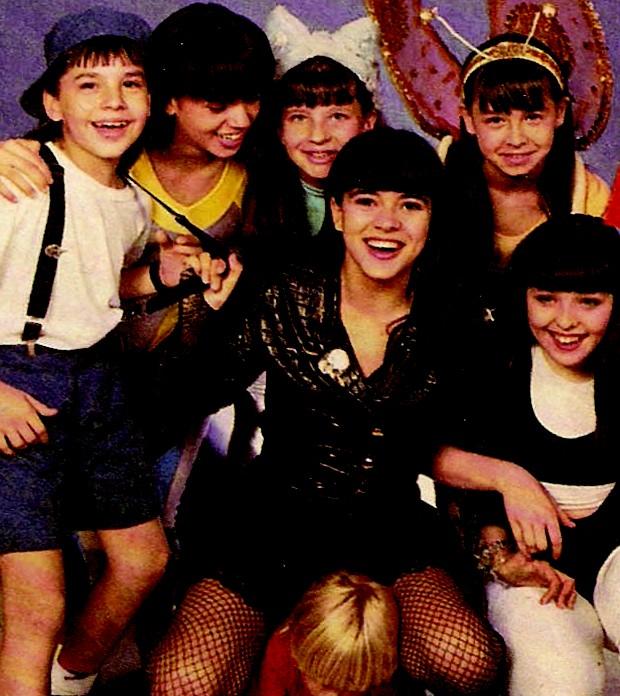 Mara Maravilha com seus assistentes de palco (Foto: Reprodução)