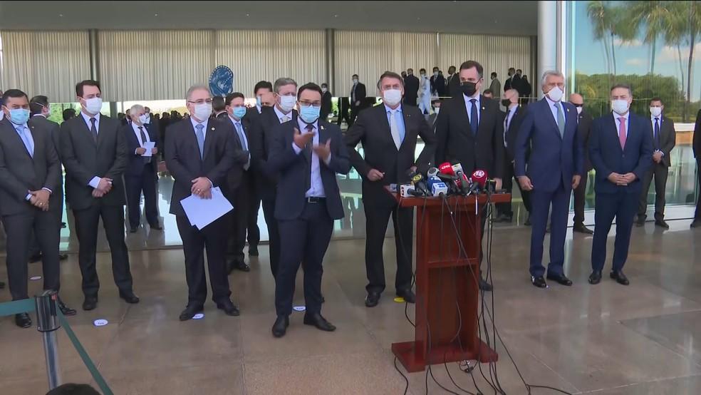 Presidente Jair Bolsonaro fez um pronunciamento ao lado de ministros, governadores e chefes de poderes — Foto: Reprodução