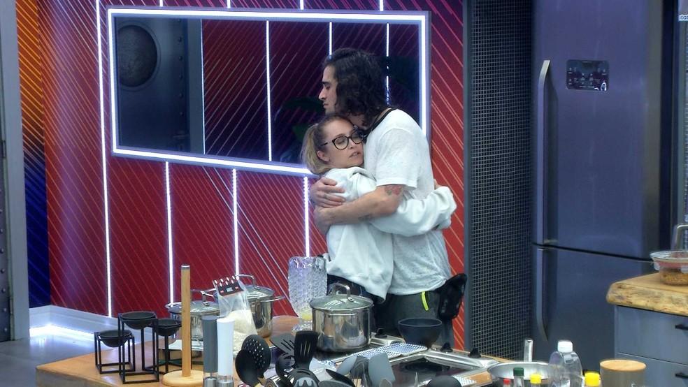 Após deixar Prova do Líder, Carla Diaz consola Fiuk: 'Está tudo bem' — Foto: Globo