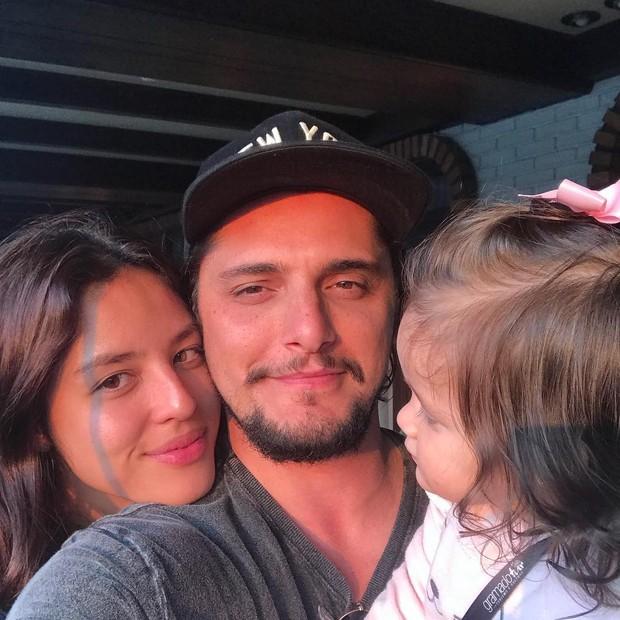 Yanna Lavigne, Bruno Gissoni e Madalena (Foto: reprodução/instagram)