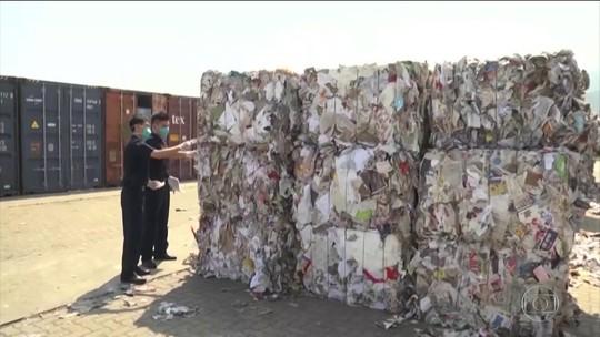 Malásia quer devolver milhares de toneladas de lixo plástico recebidas de países ricos