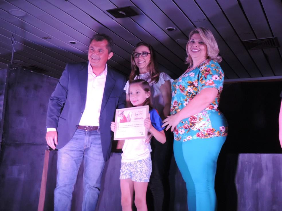 Sabrina das Neves Gomes, de Ibitnga, ficou com o primeiro lugar na categoria Desenho (Foto: Sérgio Pais / G1 )