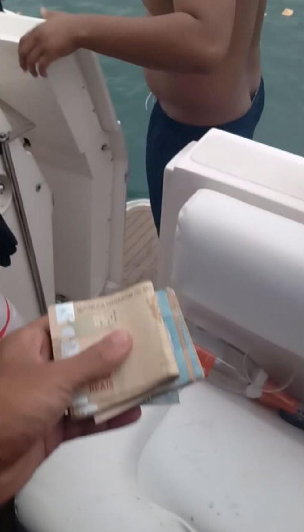Notas são exibidas em vídeo durante festa com embarcações de luxo — Foto: Reprodução