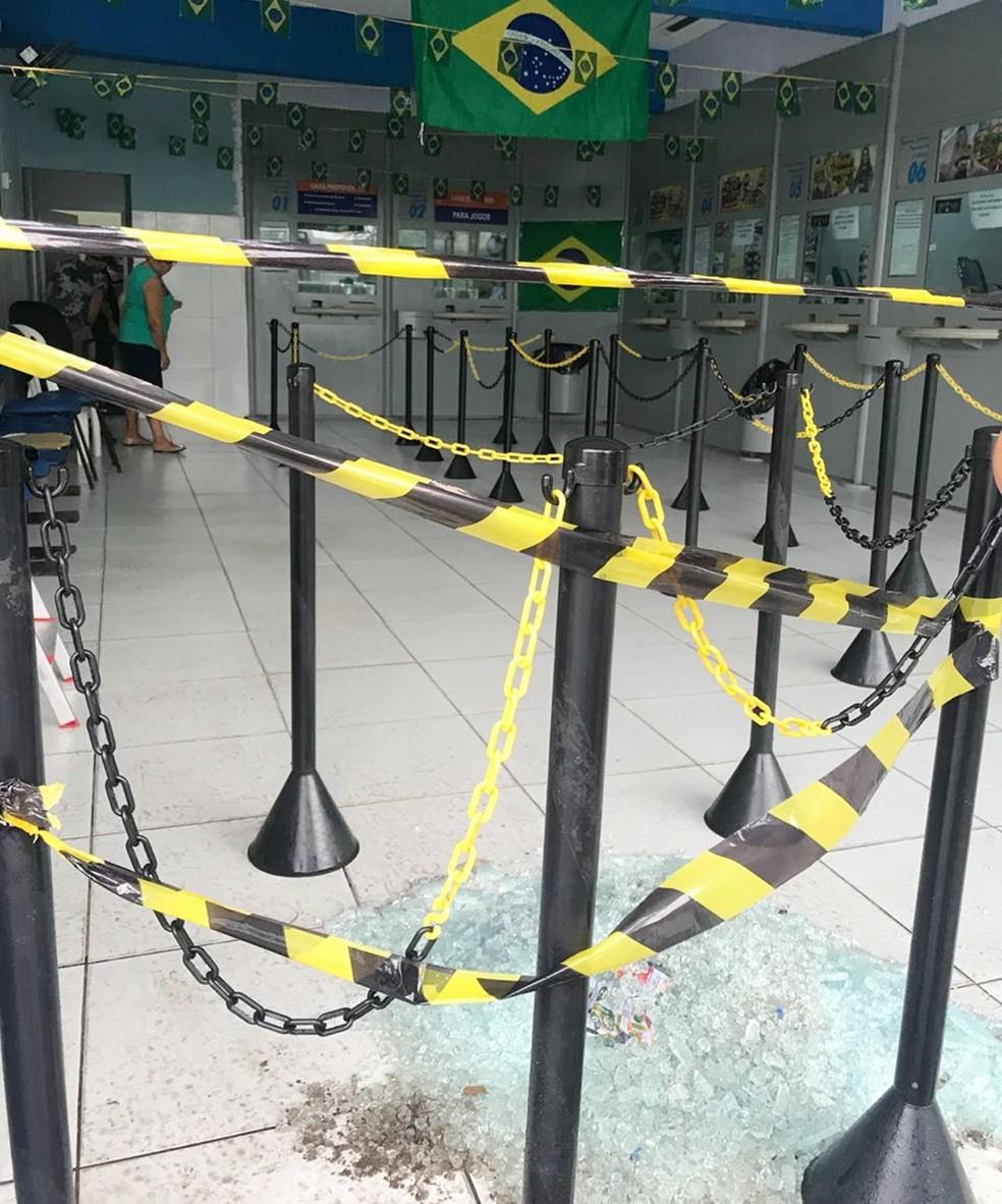Na lotérica, em Ceará-Mirim, os assaltantes tiveram acesso ao cofre, mas não conseguiram levar o dinheiro (Foto: Kleber Teixeira/Inter TV Cabugi)