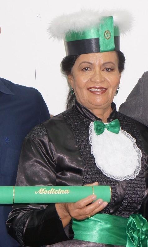 Depois de quatro décadas, ela conseguiu se formar em medicina (Foto: Acervo pessoal)