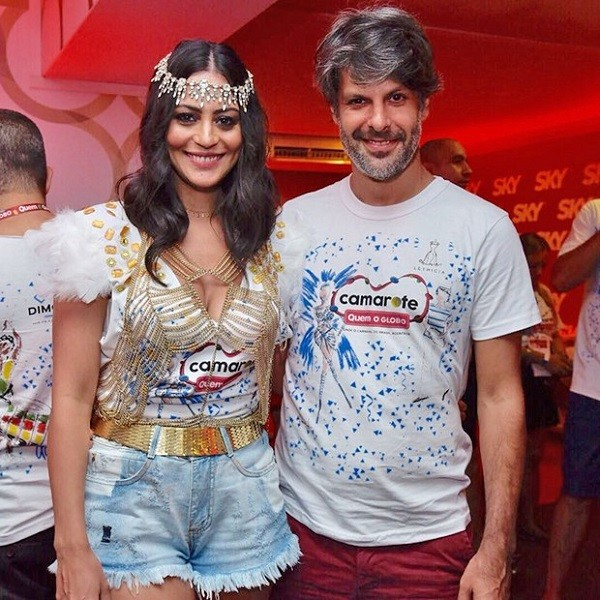 Carol Castro vai à Sapucaí com o marido  (Foto: Selmy / Ed. Globo)