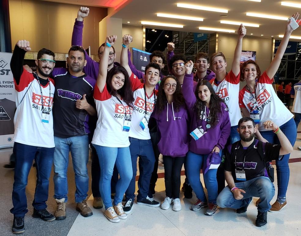 Equipe Octopus, de Bauru, vencedora do Prêmio Rookie All Star no First Robotics Championship 2019 — Foto: Aerton Guimarães/CNI