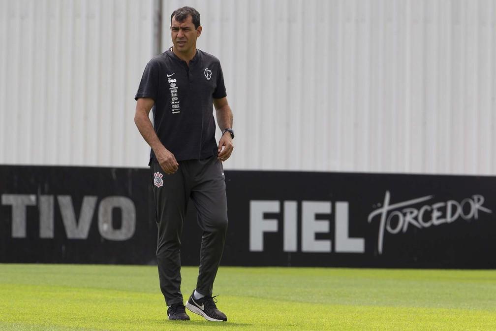 Fábio Carille no treino do Corinthians — Foto: Daniel Augusto Jr / Ag Corinthians