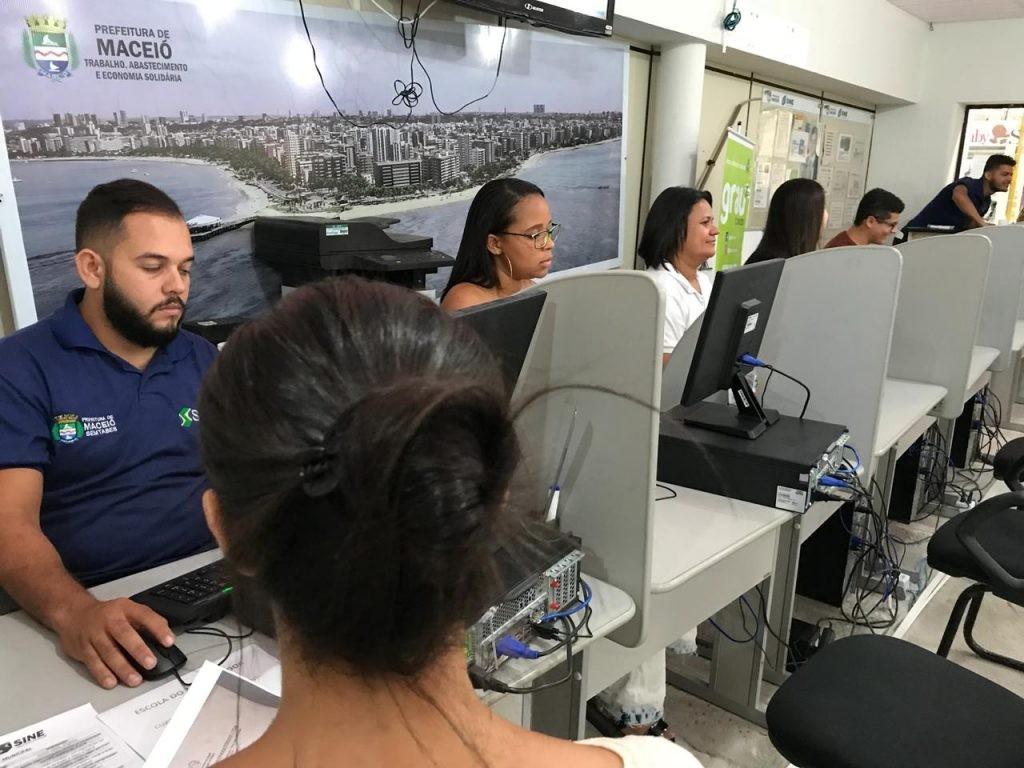 Mais de 180 vagas de emprego estão disponíveis no Sine Maceió - Notícias - Plantão Diário