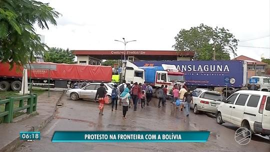 Fronteira da Bolívia com MS é fechada ao amanhecer do dia e mais de 40 caminhões aguardam na fila para passar