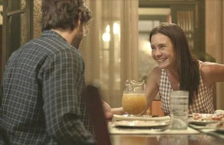 Na quarta (19). Thelma (Adriana Esteves) descobrirá que está grávida do bebê de Danilo (Chay Suede) e Camila (Jéssica Ellen) Reprodução