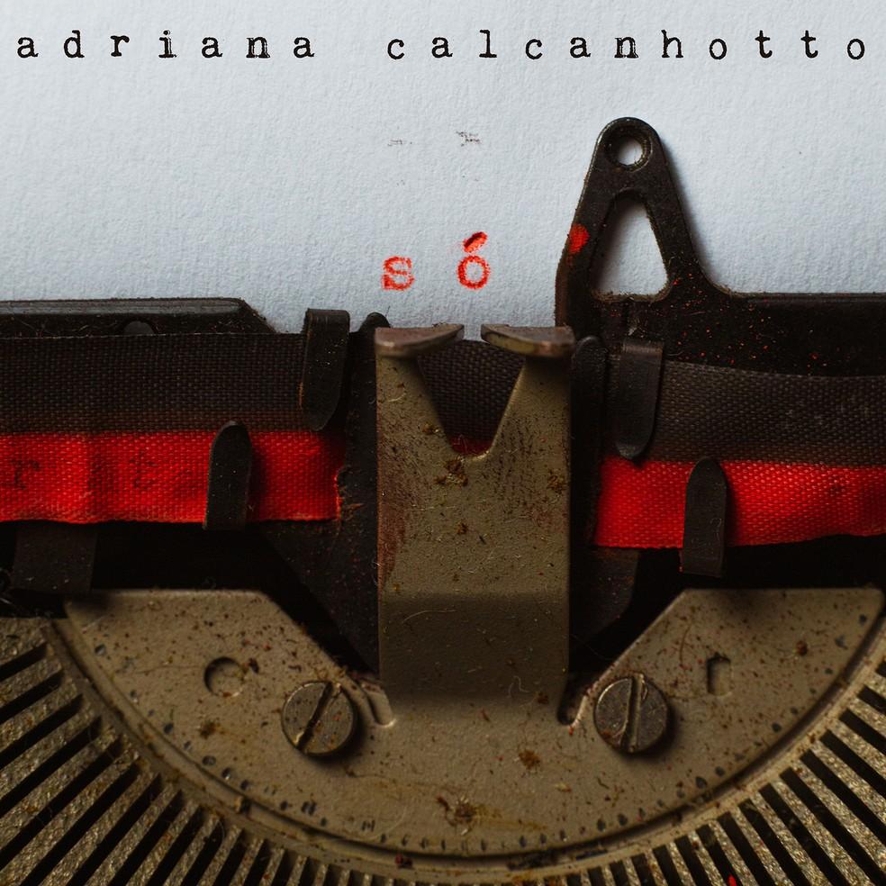 Capa do álbum 'Só', de Adriana Calcanhotto — Foto: Murilo Alvesso / Arte de Mike Knecht