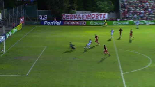 Sem sofrer gol há três jogos, Lomba busca confirmar boa fase em 1º Gre-Nal