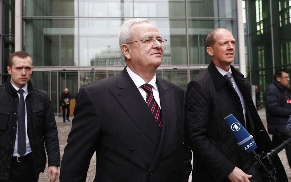 Martin Winterkorn, ex-presidente da Volkswagen, após prestar depoimento a comissão que investiga o escândalo do diesel na Alemanha, em 2017 (Foto: Odd Andersen/AFP)