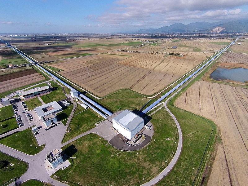 Detector de ondas gravitacionais VIRGO, instaldo na Europa (Foto: The Virgo collaboration/Wikipedia Commons)