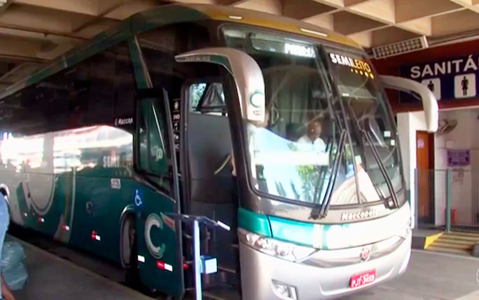 Cerca de quatro assaltos a ônibus são registrados por mês nas estradas que passam por Feira de Santana (Foto: Reprodução/TV Subaé)