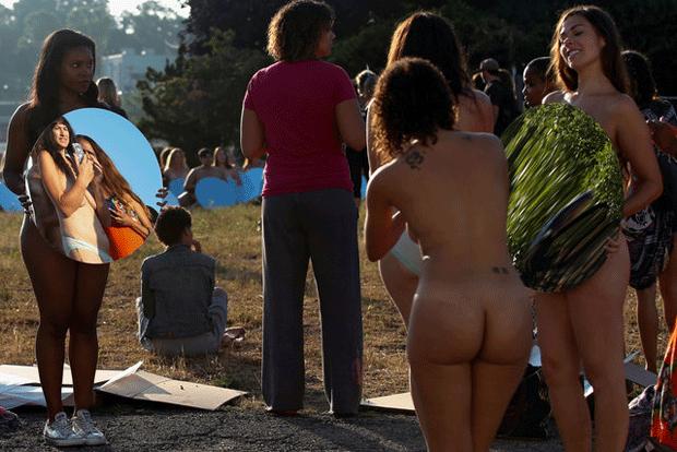 Cem mulheres posam nuas antes de convenção republicana nos EUA (Foto: Adrees Latif/Reuters)