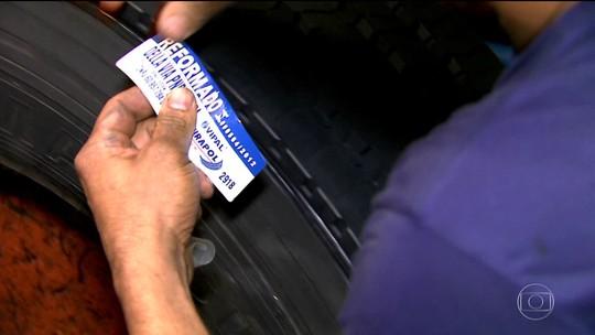 Crise faz mais motoristas usarem pneus reformados