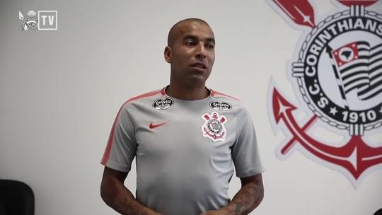 """Em vídeo do Corinthians, Emerson Sheik diz: """"Chorar é coisa de bambi"""""""