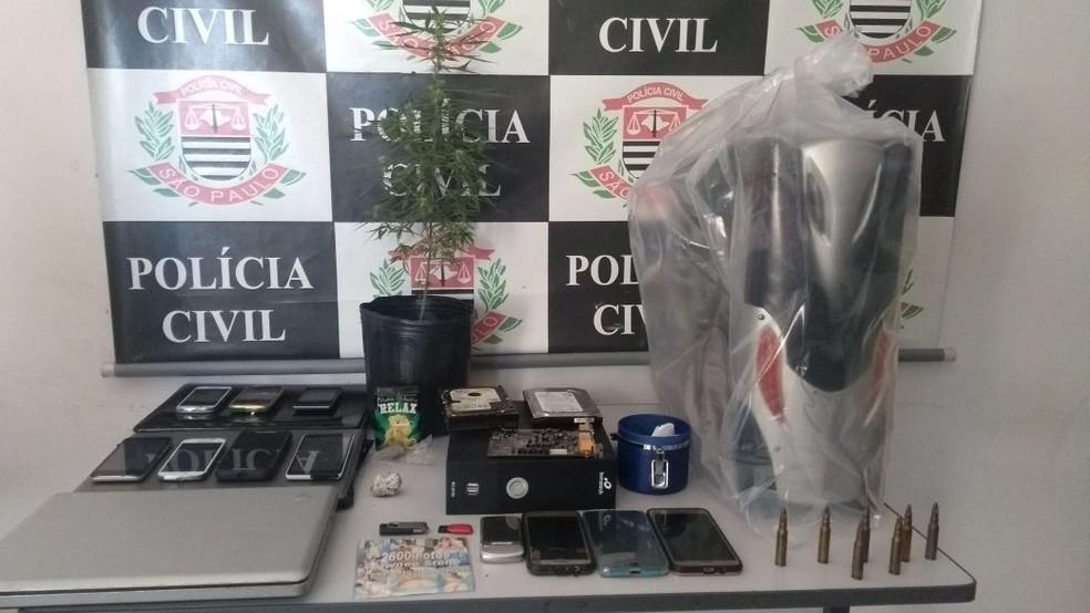 Computadores, celulares e pen drives estão entre os objetos apreendidos em operação contra pedofilia em Taubaté (Foto: Divulgação/ Polícia Civil )