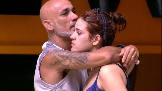 Ayrton consola Ana Clara após filha perder a Prova do Anjo