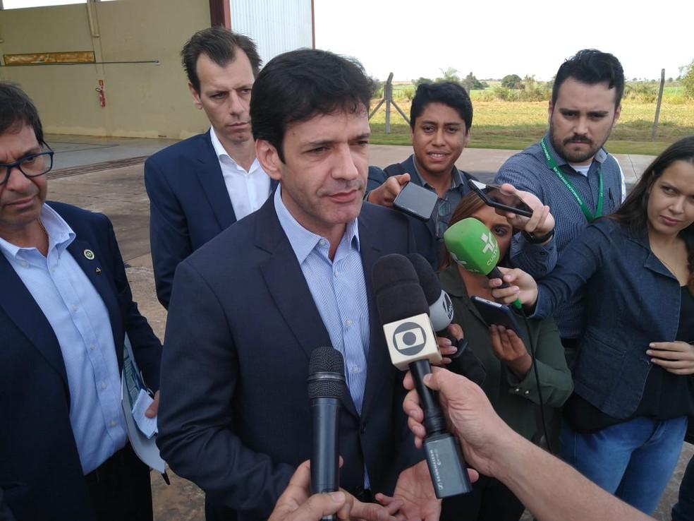 Ministro do Turismo, Marcelo Álvaro Antônio no aeroporto de Bonito (MS) — Foto: Rodrigo Grando/Reprodução