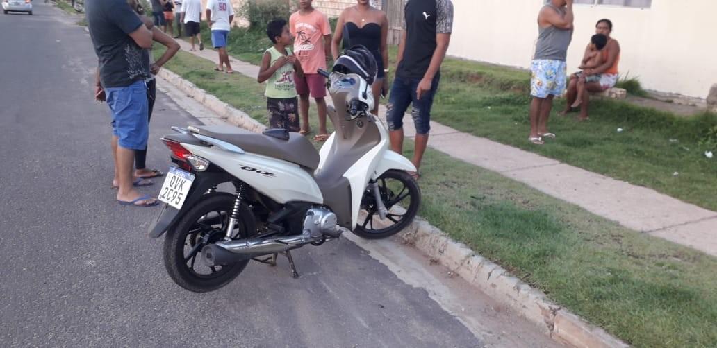 Motociclista atingida por linha de pipa com cerol leva corte no pescoço, no residencial Salvação