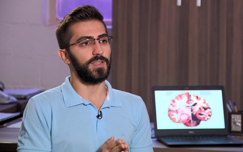 Pesquisador explica como funciona o método que detecta risco de Alzheimer — Foto: Reprodução/EPTV