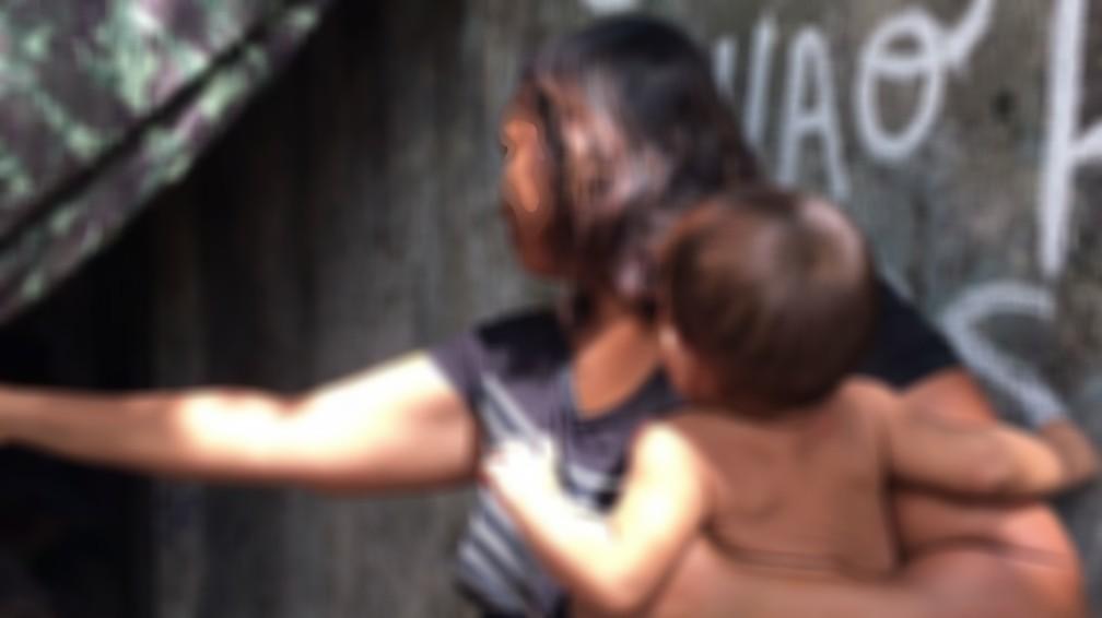 Mãe de 35 anos e bebê que foi alvo de proposta de R$ 200 — Foto: Emily Costa/G1 RR