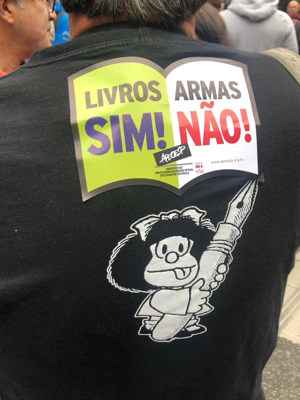 SÃO PAULO, 16h56 - Manifestante em ato na Paulista — Foto: Patrícia Figueiredo/G1