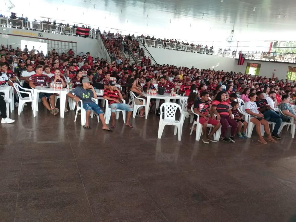 Cerca de 2 mil pessoas acompanharam a final da Libertdadores em um clube de Ji-Paraná. — Foto: Daniel Luciano/Rede Amazônica