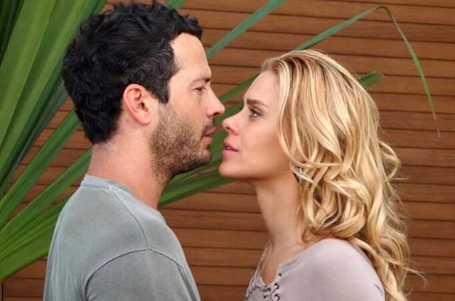 Malvino Salvador e Carolina Dieckmann em cena de 'Fina estampa' (Foto: Reprodução)
