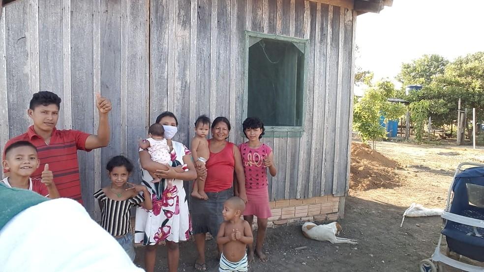 Famílias Warao comemoram conquista de moradia em Belterra, no Pará — Foto: Agência Santarém/Divulgação