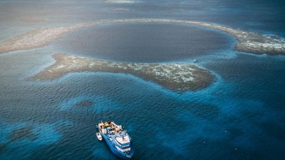 O Grande Buraco Azul de Belize é um dos buracos no Golfo do México e na região do Caribe — Foto: Aquatica