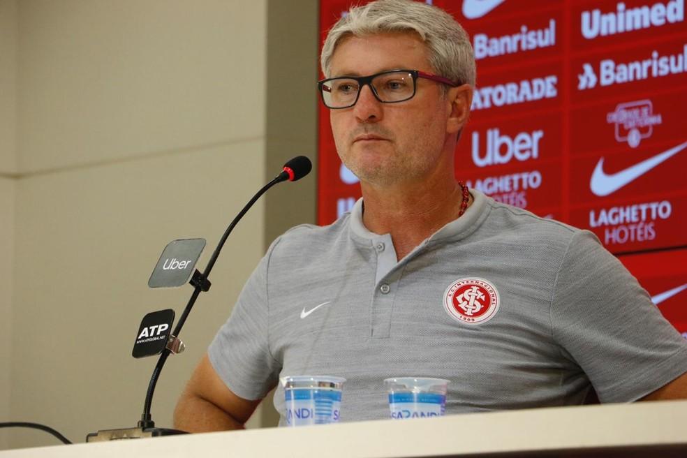 Odair Hellmann em entrevista coletiva no Beira-Rio — Foto: Eduardo Deconto / GloboEsporte.com