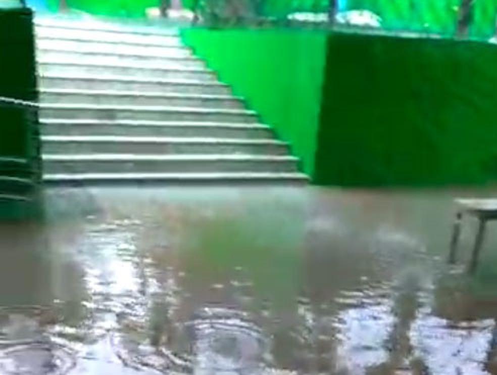 Situação ocorre durante chuvas que atingem Salvador desde quarta-feira (22).  — Foto: Redes Sociais
